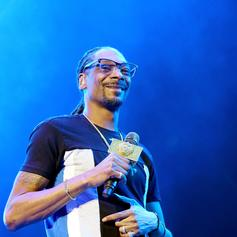 """Snoop Dogg Channels """"Pimp Clause"""" On """"3 Ho's For The Holidays"""""""