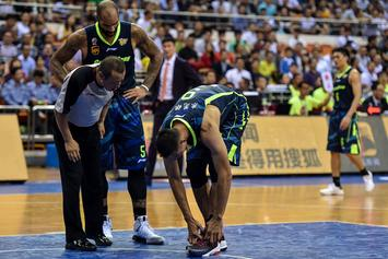 Yi Jianlian Takes Li-Ning Shoes Off During Game To Protest CBA Sneaker Policy
