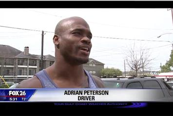 Houston Reporter Interviews Adrian Peterson, Doesn't Know Who He Is