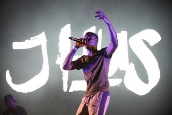 """J Hus Covers 50 Cent's """"21 Questions"""" Live"""