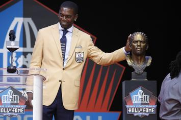 Randy Moss Makes Political Fashion Statement During Hall Of Fame Speech
