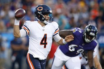 Bears' Backup QB Pretends To Be A Fan, Gets Autographs From Teammates