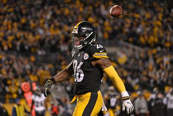Le'Veon Bell Did Not Report To Pittsburgh Steelers, Will Forfeit $900K