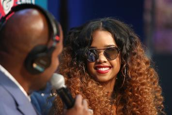 """H.E.R. Performs """"I Am"""" On """"The Tonight Show"""" Ahead Of Her North American Tour"""