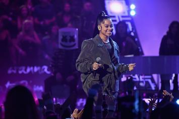"""Ella Mai Defies Gravity With BB Hairs & """"High Altitude Looks"""" At Billboard Awards"""