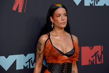 Halsey Sits Next To G-Eazy Lookalike At MTV VMAs & Fans Go Wild