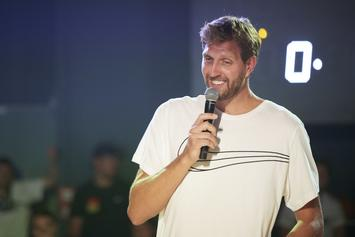 Dirk Nowitzki Receives Huge Cheers While Unveiling Street Named After Him