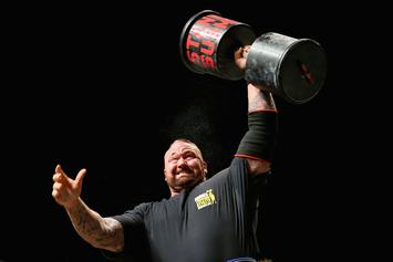 """Game Of Thrones"" Actor Hafthor Bjornsson Sets Deadlift World Record"