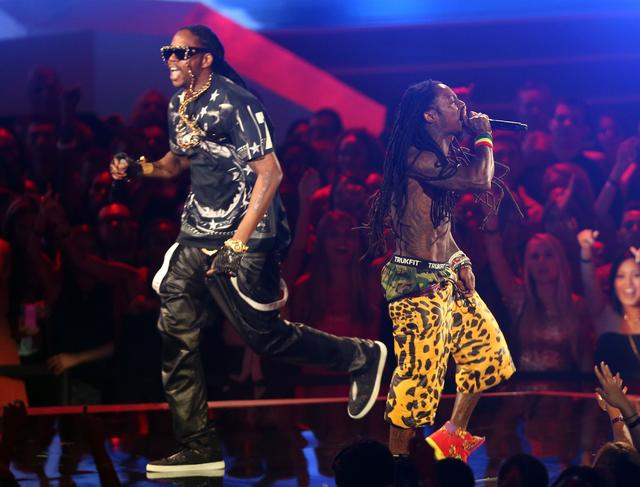 Lil Wayne & 2 Chainz performing together