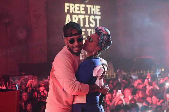 Alicia Keys and Swizz Beatz kiss on stage