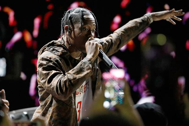 Travis Scott performing w hair braided